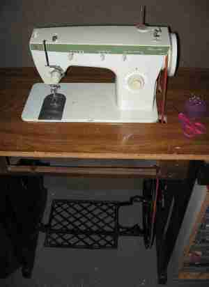 Singer Fashion Mate 252 Treadle