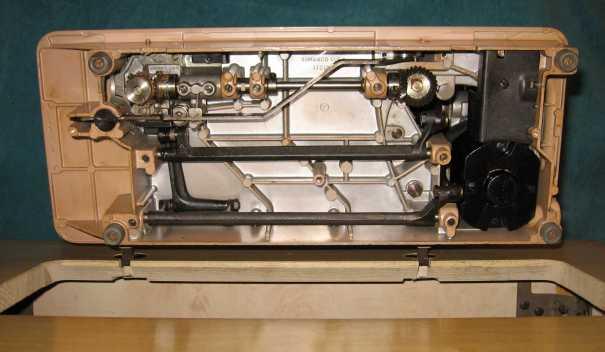 Singer 401A under side
