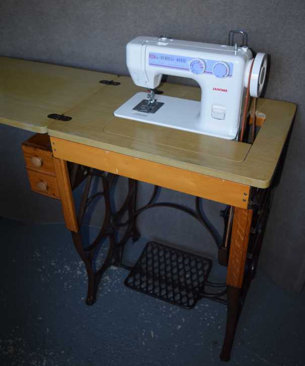 Janome 712T on treadle base
