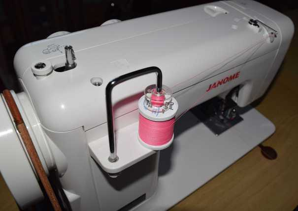 Janome 712T Twin needle threading spool