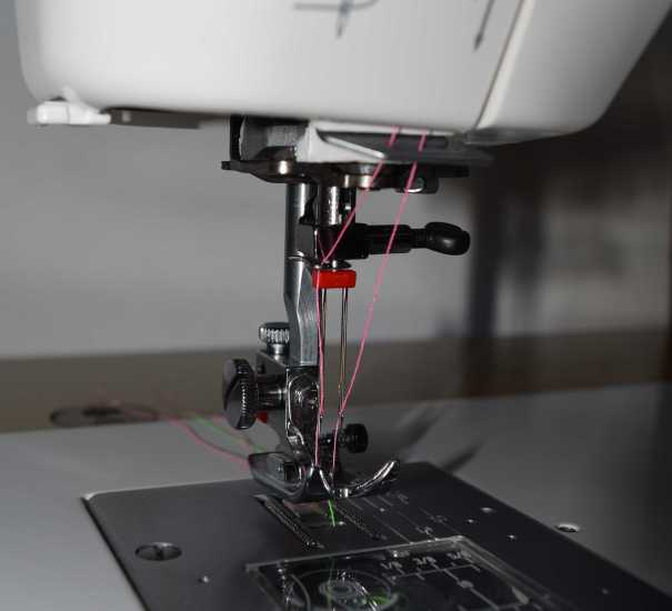 Janome 712T Twin needle threading
